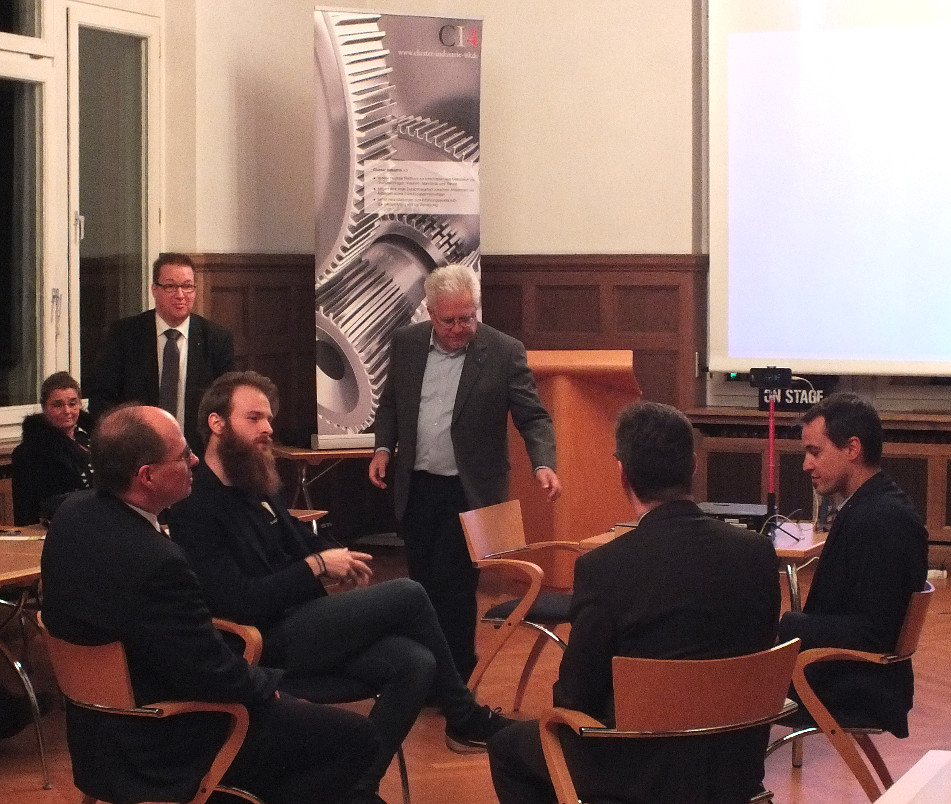 FishBowl-Diskussion zum offiziellen Abschluss mit den Start-Diskutanten